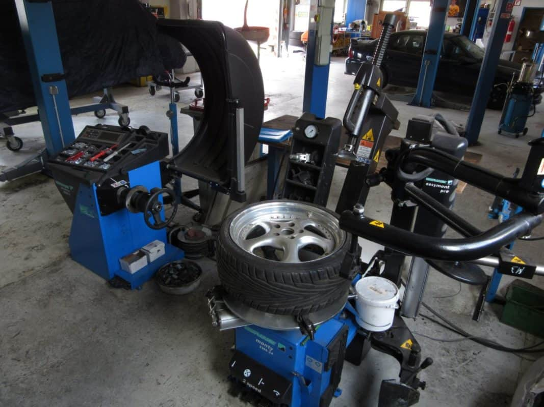 Jetzt mehr über Reifenservice in der Mietwerkstatt & JP-Reifen Rottbitze erfahren!